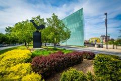 Jardim e escultura no número médio da avenida real da montagem, no Fotos de Stock