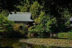 Jardim e lago japoneses Foto de Stock Royalty Free