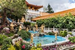 Jardim em sua Lai Buddhist Temple, Califórnia de Avalokitesvara fotos de stock royalty free