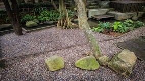 Jardim feito da pedra imagens de stock