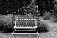 Jardim Loveseat Foto de Stock Royalty Free