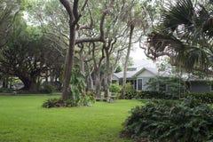Jardim Manicured da mola verão home Imagem de Stock Royalty Free