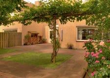 Jardim moderno da casa Imagens de Stock