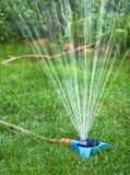 Jardim molhando Fotos de Stock Royalty Free