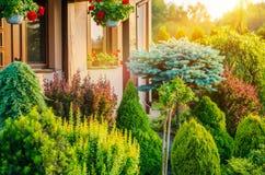 Jardim na frente da casa Foto de Stock