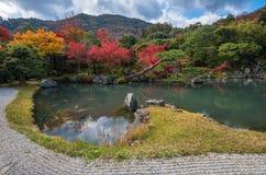 Jardim na queda, Arashiyama de Tenryu-ji, Kyoto, Japão Fotos de Stock