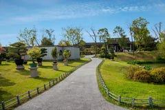 Jardim ocidental delgado dos bonsais do lago Yangzhou Imagens de Stock Royalty Free
