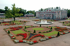Jardim oriental com castelo Imagem de Stock