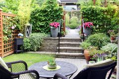 Jardim pequeno do condomínio Fotografia de Stock Royalty Free
