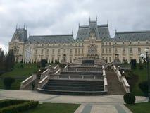 Jardim perto do palácio da cultura Fotos de Stock Royalty Free