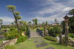 Jardim que ajardina com ponte Imagem de Stock