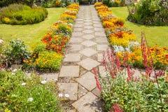 Jardim que ajardina com um trajeto Imagem de Stock Royalty Free