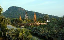 Jardim tropical bonito com stonehenge pequeno Imagens de Stock