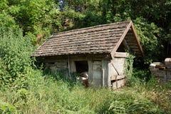 Jardim velho derramado em Hungria foto de stock