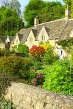 Jardin anglais de pays le Coltswolds, Angleterre Photographie stock libre de droits
