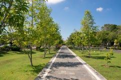 Jardin autour de monument de Bajra Sandhi à Denpasar, Bali Image stock