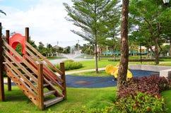 Jardin avec la cour de jeu Image libre de droits