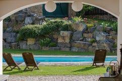 Jardin avec la piscine Photographie stock libre de droits