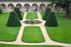 Jardin avec quatre cônes Photographie stock