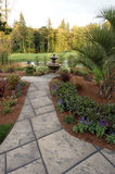 Jardin avec une vue 2 Images libres de droits