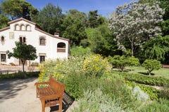 Jardin botanique historique avec le masia, h rural catalan typique Photos libres de droits