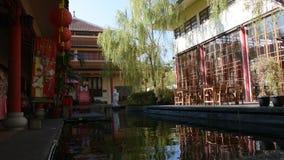 Jardin chinois au centre culturel Thaïlandais-chinois dans Udon Thani, Thaïlande clips vidéos