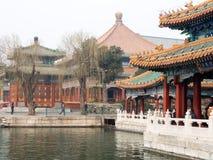 Jardin chinois avec les pavillons en pierre photographie stock libre de droits