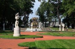 Jardin d'été à St Petersburg, Russie Photo stock