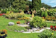 Jardin d'agrément aménagé en parc Image libre de droits