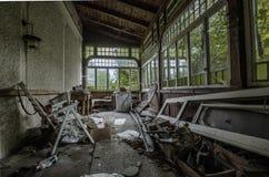 jardin d'hiver abandonné dans la maison Photo libre de droits