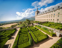 Jardin dans le château Escorial chez San Lorenzo près de Madrid, Espagne images stock