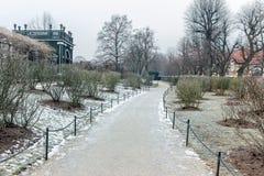 Jardin dans le palais de belvédère de Vienne à l'hiver images stock