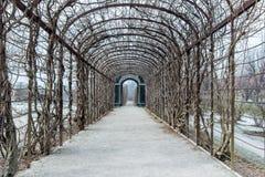 Jardin dans le palais de belvédère de Vienne à l'hiver image stock