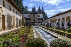 Jardin dans le palais de Generalife à Alhambra image libre de droits