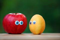 Jardin de banc de yeux d'abricot d'Apple Images stock
