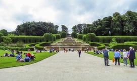 Jardin de château d'Alnwick, le 2 août 2016 - dans le comté anglais du Northumberland photos libres de droits