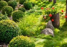 Jardin de fleur aménagé en parc Image libre de droits