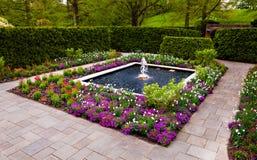 Jardin de fontaine aux jardins de Longwood, PA image stock