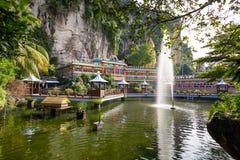Jardin de l'eau au temple hindou aux cavernes de Batu image stock