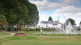 Jardin DE L ` Eveche, tuin Engelse fontein in Lisieux, PAN stock videobeelden