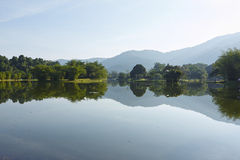 Jardin de lac taiping de matin Photos stock