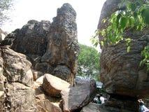 Jardin de roche de temple de Tirupati images stock