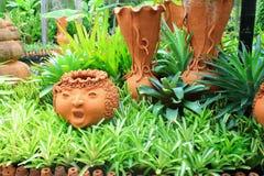 Poterie de jardin photos 3 474 poterie de jardin images - Poterie terre cuite jardin ...