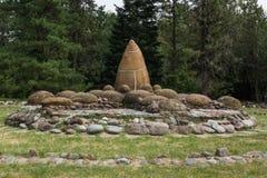 Jardin des pierres des ammonites sur le rivage du lac Photo libre de droits