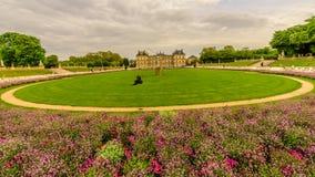 Jardin du Люксембург в пасмурном дне, Париж Франция Стоковые Изображения