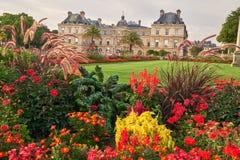 Jardin du Luxembourg et palais dans des Frances de Paris Photographie stock