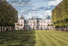 Jardin Du Luxembourg halv skugga royaltyfria foton