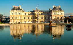 Jardin du Luxembourg. Mirroring Palace du Luxembourg in Pool Stock Photos