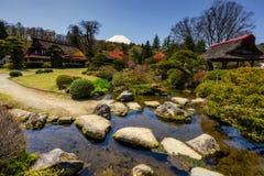 Jardin et maison d'héritage d'Oshino Hakkai photos stock
