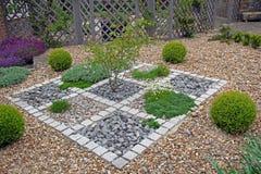 Le zen moderne a am nag le jardin en parc images libres for Parterre de fleurs zen